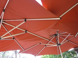 coral-tree-cafe-front-patio-umbrellas