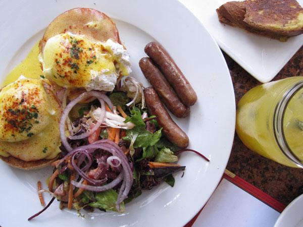 Literati Cafe, Brentwood - Eggs Benedict