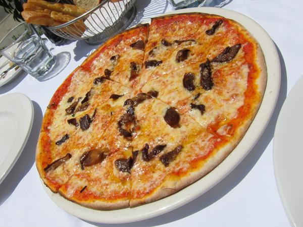 Sor Tino Restaurant, Brentwood - Mushroom Pizza