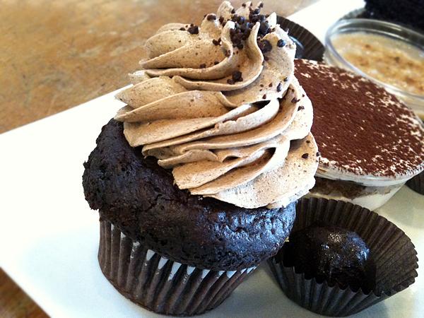 M Cafe de Chaya - Cupcake