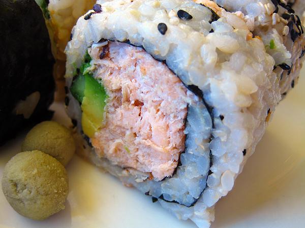 M cafe de Chaya - Salmon Roll