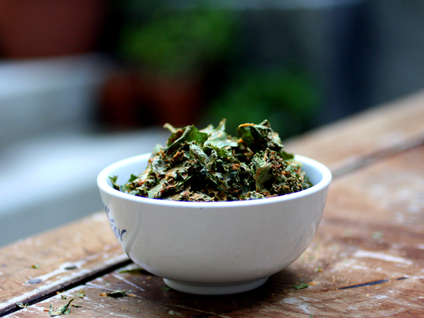 Kale Chips, nacho flavor, bowl