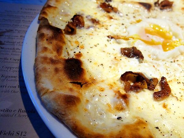 Il Fico Pizzeria - La Carbonara con Guanciale, Uovo, Pecorino e Pepe