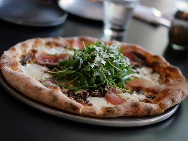 Urbano Pizza,prosciutto and arugula