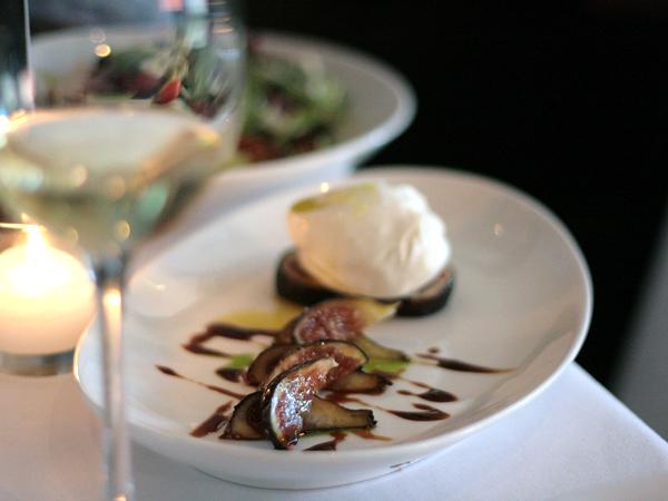 Gusto - figs + burrata