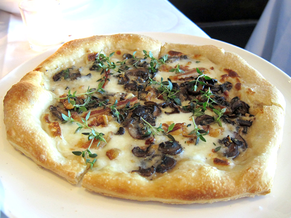 Gusto - funghi pizza (mushroom)