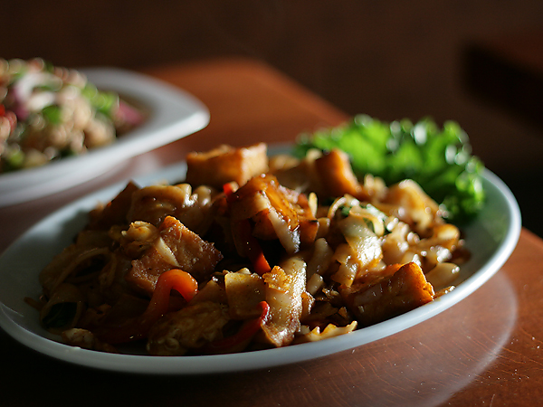 Ruen Pair Restaurant, Pad See Ew Noodles Tofu