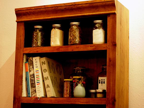 Alma, bookshelf