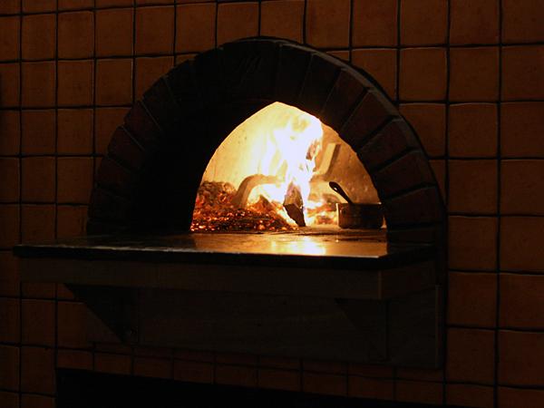mozza-pizzeria-forno-woodburningoven