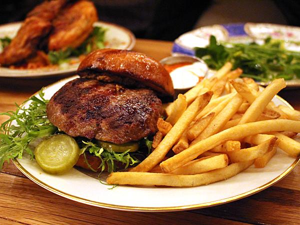 Barnyard restaurant, Venice CA - angus burger