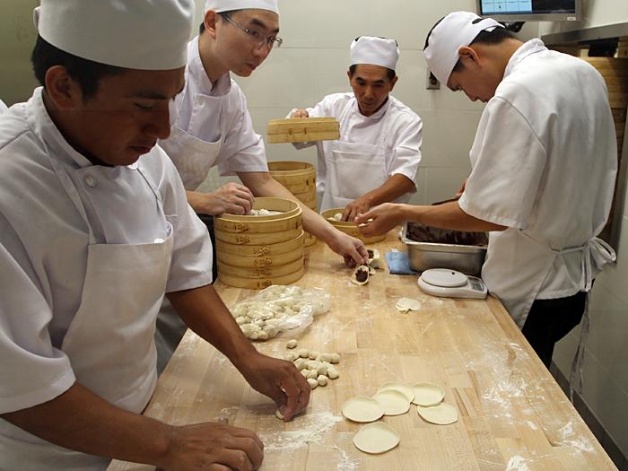 Din Tai Fung, South Coast Plaza - cooks