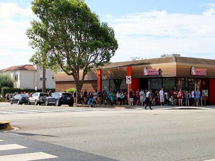 Dunkin Donuts Santa Monica - still a line